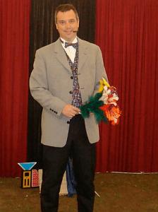 Goochelaar Eelco Alexander uit Apeldoorn. Goochelen in een volle zaal, feesttent of heel persoonlijk bij u aan tafel.